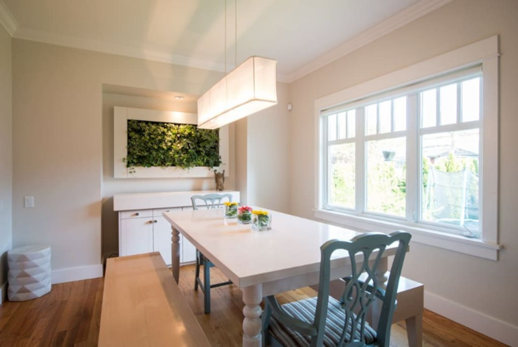 Dinning room with Living Wall