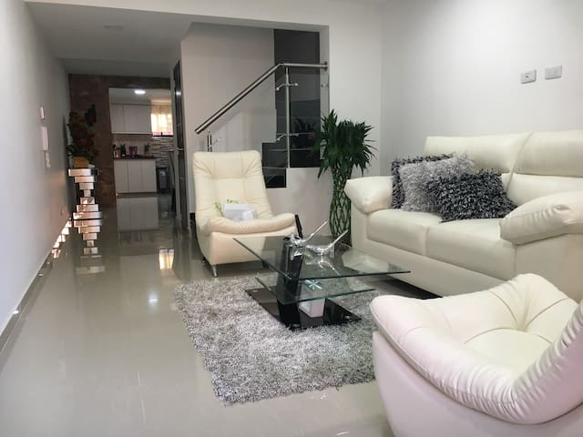 Beautiful and Modern House In Gated Community - Cali - Talo