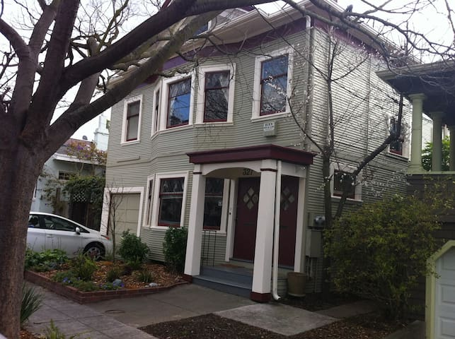 Temescal - 2 Bedroom Craftsman - Great Location