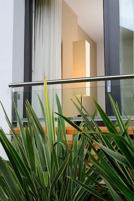 Kleiner franz. Balkon bietet viel Licht und Luft