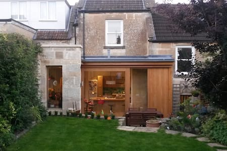 Modernised Victorian House in Cotswold Village - Box - Rumah