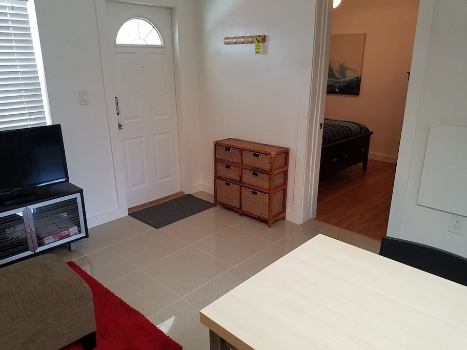 Apt 1 Newly Renovated 2 Bedrooms Close To Beach Flats
