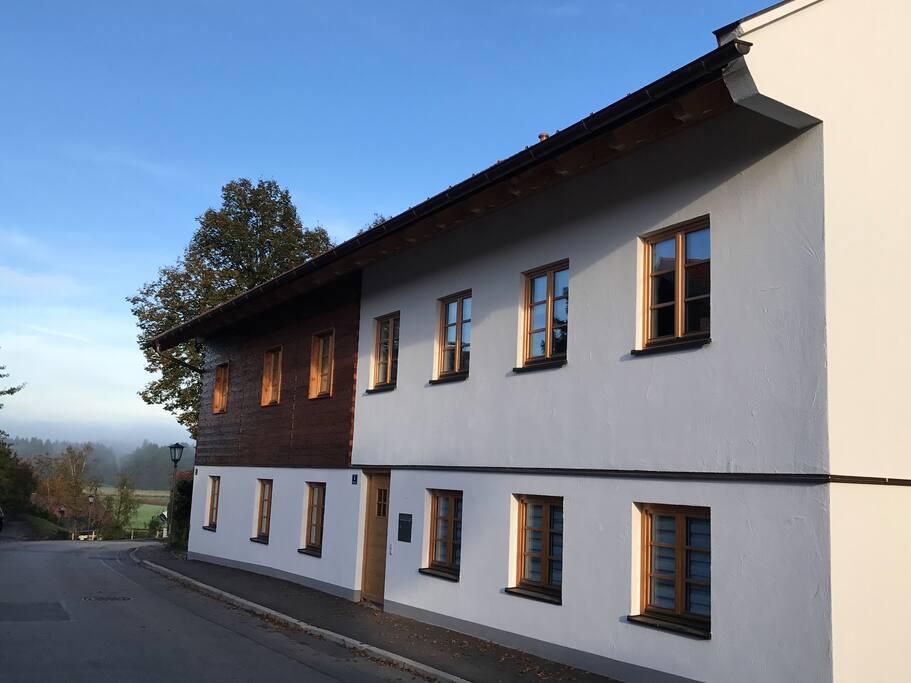 Das Gästezimmer befindet sich im historischen Jägerhaus, das 2016 grundsaniert wurde.