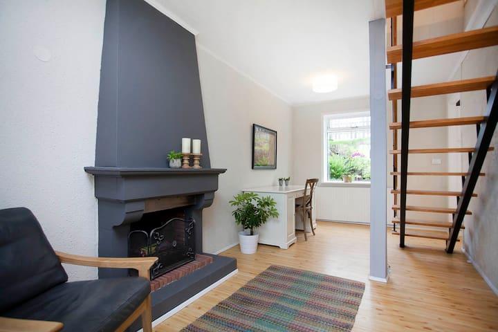 NEW: Icelandic home with HOT TUB - Hafnarfjordur - Departamento
