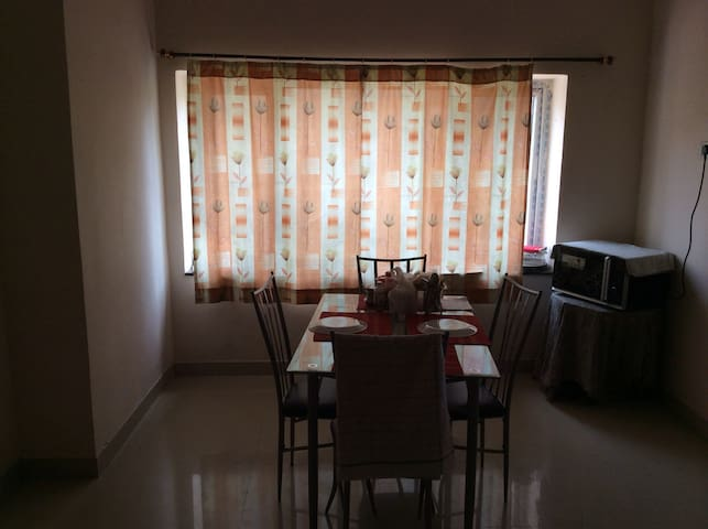 Pvt. room in a 3 BR flat@Gachibowli - Hyderabad - Apartamento