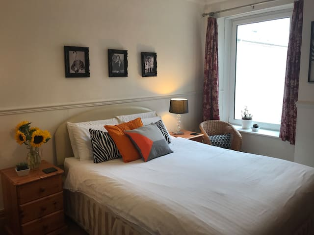 Double Room with Ensuite, Parking, 5min to M4