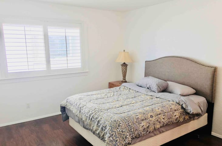 Master bedroom & private bathroom near UCSD!