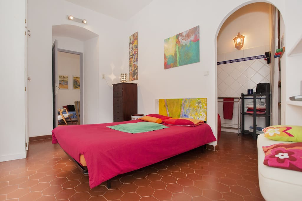 Chambre salon priv aprt centre apartments for rent for Salon room for rent