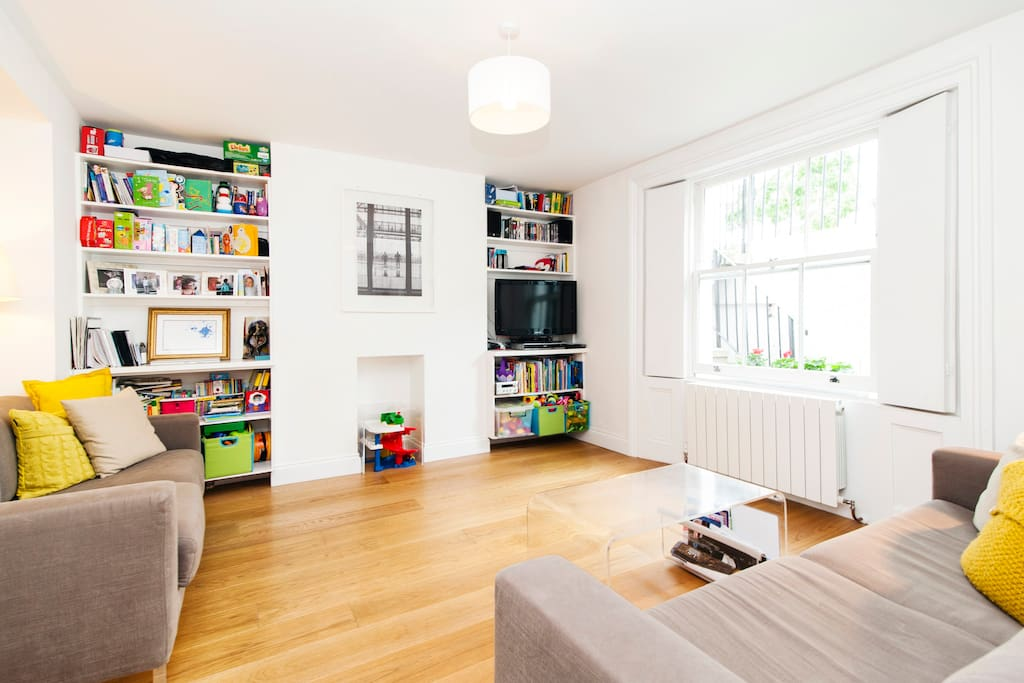Living room (two sofas - one of them a sofabed), TV, hifi, and lots of toys!