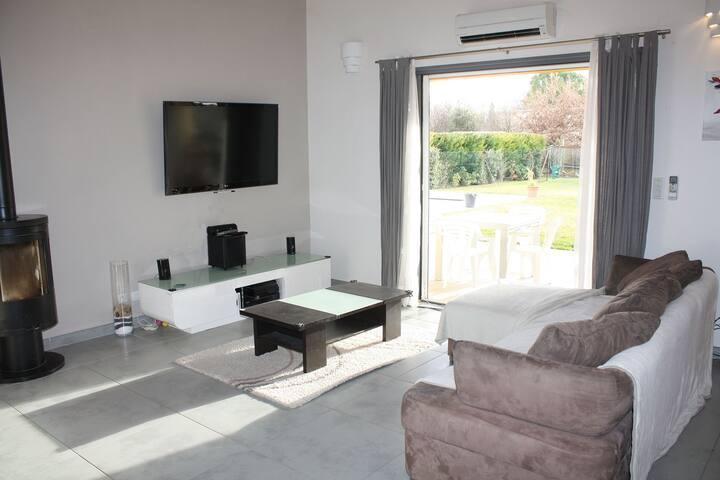 Villa 140m² de plain-pied avec terrasse, piscine - Velleron - Casa