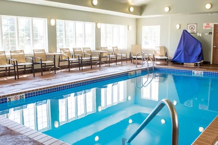 Indoor Pool + Hot Tub + Free Wi-Fi, Free Breakfast   Fully Equipped Suite