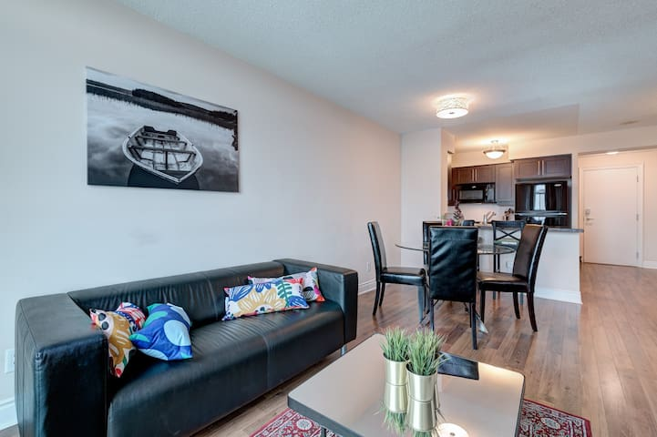 ❤ Sparkling Clean Condo Near Subway Station ❤
