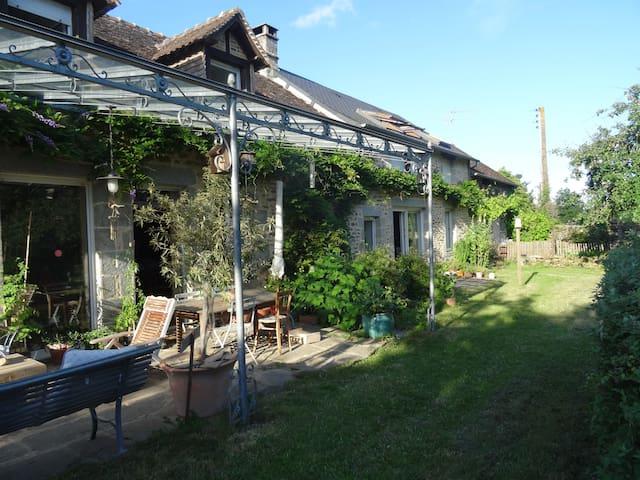 Maison de charme près des Alpes mancelles - Saint-Pierre-des-Nids - บ้าน
