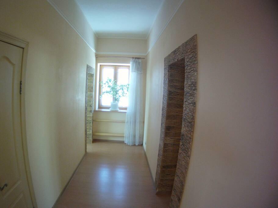 комната в конце коридора (слева)