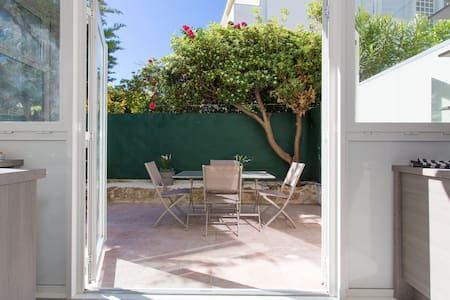 Cannes central studio, parking/garden/beach/calm! - Cannes