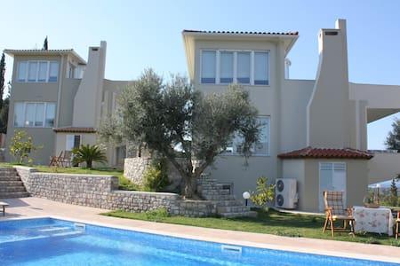 Newly built villa by the sea! - Selianitika