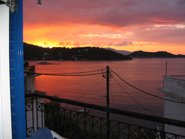Listen to the waves, enjoy the view - Skiathos - Apartament