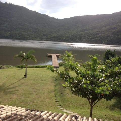 Casa voltada para Lagoa com Trapiche/ Praia a 800m
