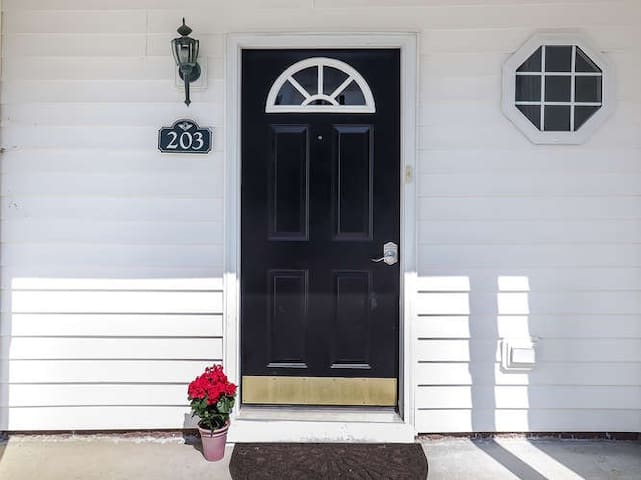 Family Friendly Townhome minutes from RDU airport