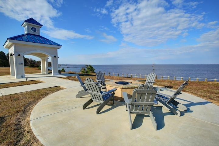 Gorgeous 2BR on Albemarle Sound. Private Community