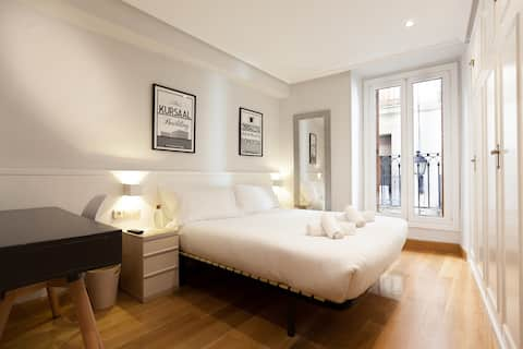 Bright & Spacious Double Room with Balcony