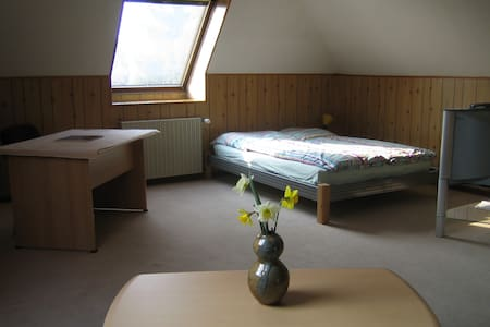 2 separate rooms, only 10 Min. to Hamburg - Hamborg - Hus