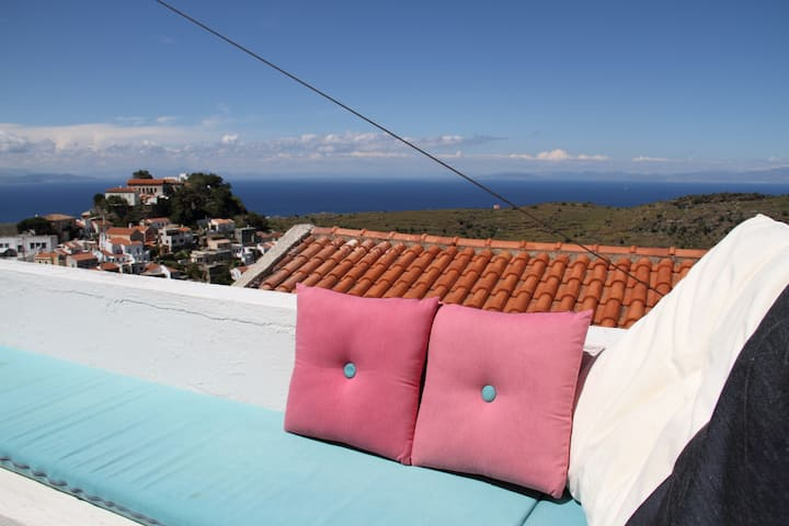 House with amazing  Aegean view