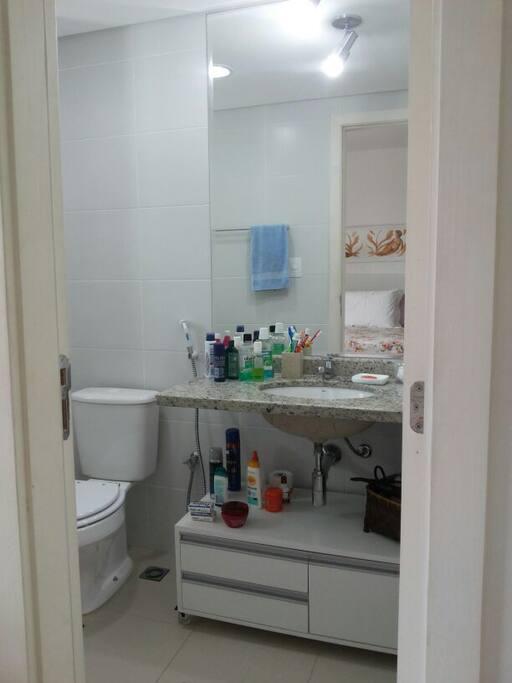 Suite bathroom / Banheiro da suíte