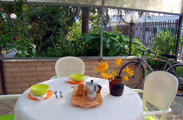 Monolocale con giardino(URL HIDDEN) - Serrano