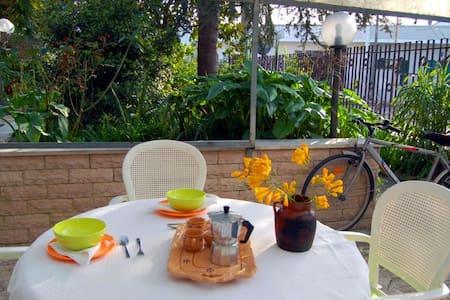 Monolocale con giardino!            - Serrano