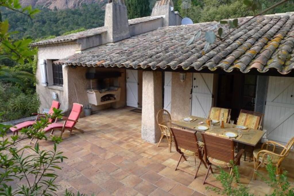 La Maison avec sa terrasse. Das Haus mit Terrasse. Welcome to la Loubiera.