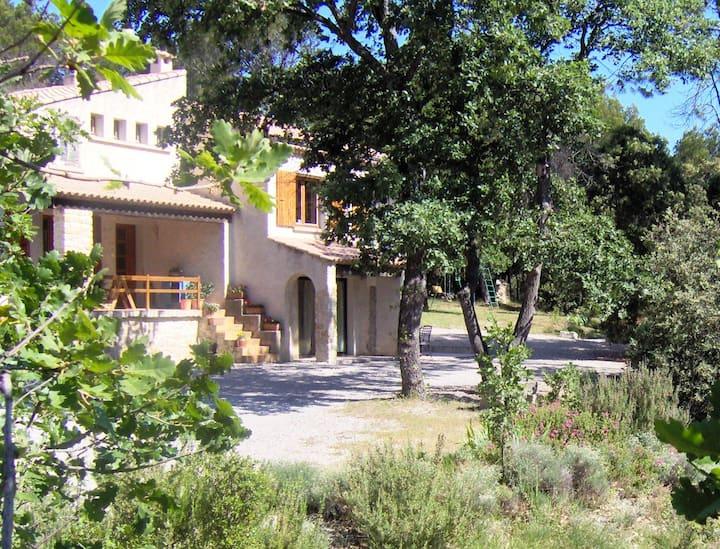 Gîte T2 en pleine nature, Sud Drôme , Tricastin