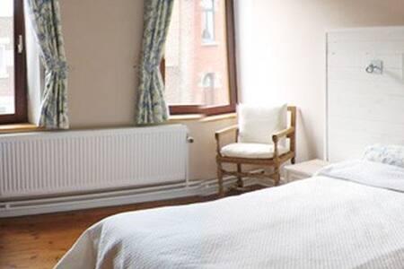 Plumbago, 1 chambre de charme - Villers-la-Ville - 家庭式旅館