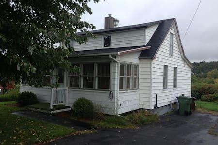 la tannière - Mansonville - House