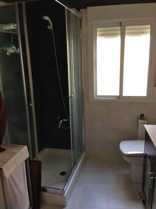 Baño junto a la habitación