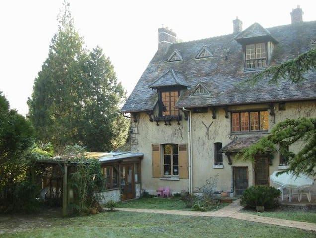 la maison coté jardin et la véranda