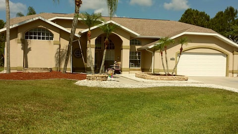 5 STAR - LUXURY POOL HOME.....MINS TO DOWNTOWN