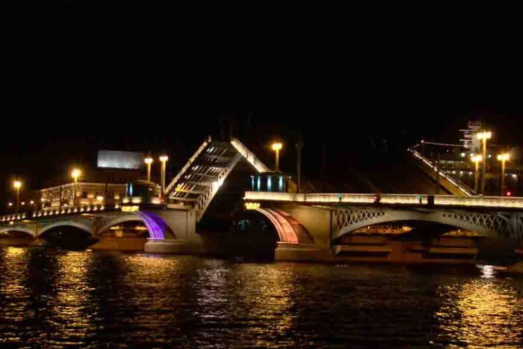 Развод мостов