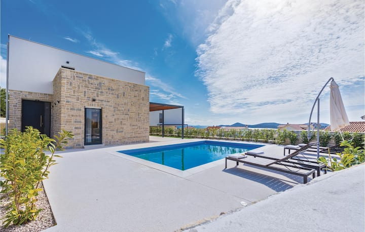 Awesome home in Tribunj with WiFi and 4 Bedrooms
