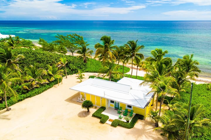 Cool Change: Cozy Cottage on Sandy Beach w/Awesome Snorkeling Near Rum Point