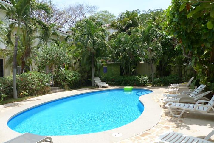 2/2 Condo w/ pool - $100 special for May only - Tamarindo - Apto. en complejo residencial