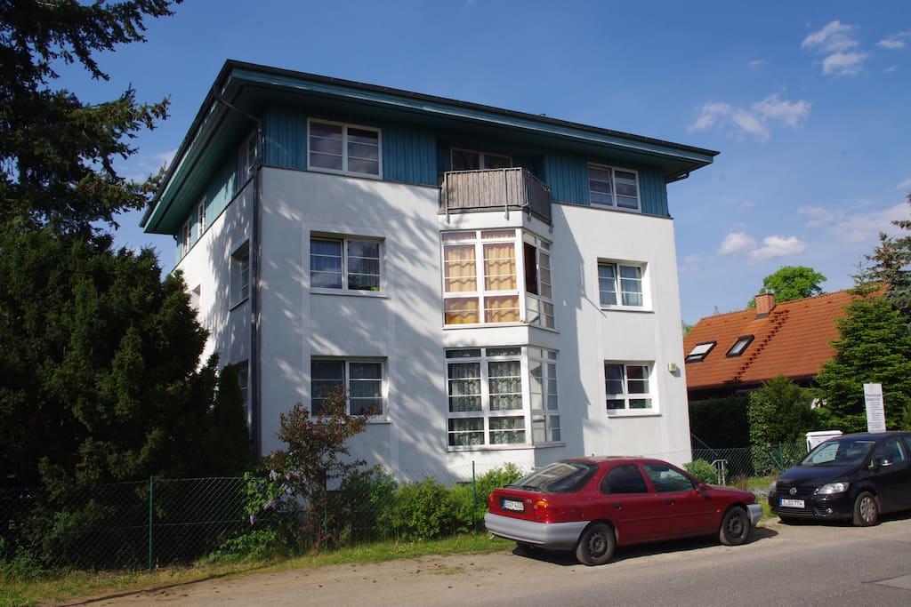 Kleines Mehrfamilien-Haus mit Garten, nette Nachbarn