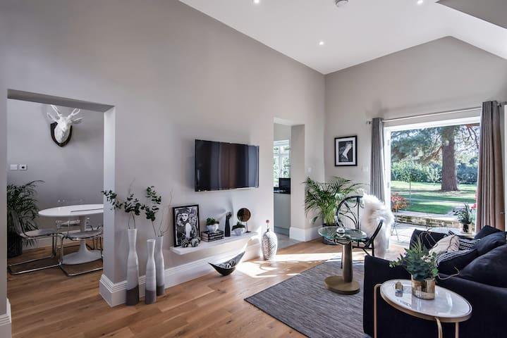 Luxury 5* House Near Windsor Castle, Ascot, London