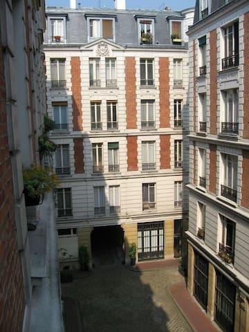 Room to rent in 65m² Paris, center