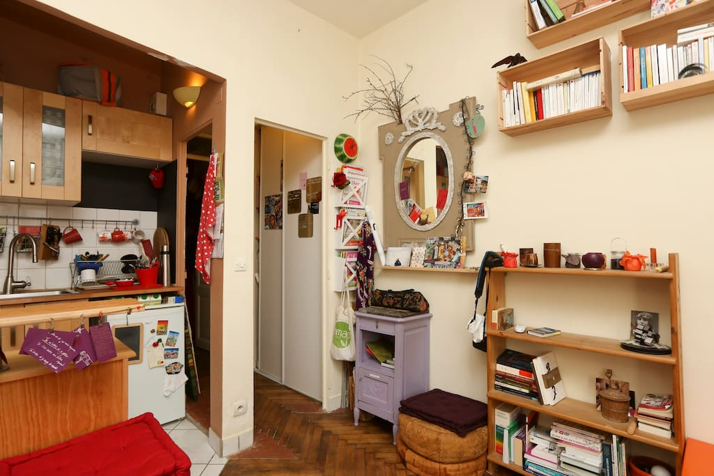 coin salon / pièce à vivre, avec cuisine ouverte