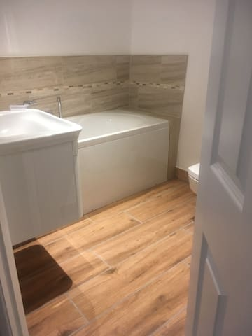 Ensuite to master bedroom