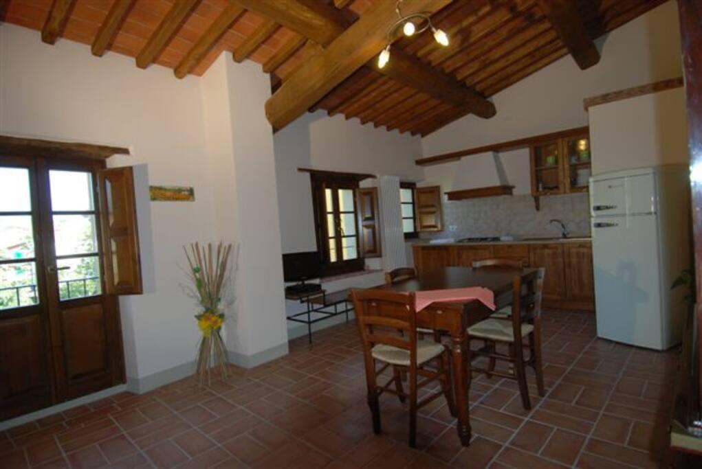 cucina soggiorno con divano letto 2 posti