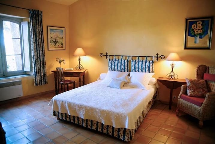 Charming Guest House in Provence - Hyères - Bed & Breakfast