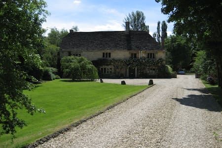 Double bedrm in Cotswold farmhouse - Malmesbury - Penzion (B&B)