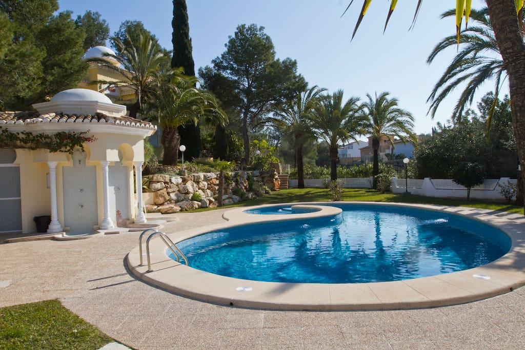 Vista general de la piscina, no es privada pero casi